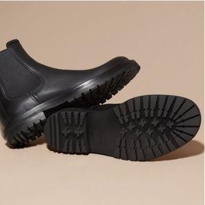 Donald J Pliner Black Leather Chelsea Boots